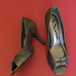 Nina 'Femme-YY' antique silver peep toe heels
